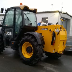 JCB 531-70 Loader , Not road registered , Yard use only ,4wd /2wd Very good condition must be seen It can operate with up to 3,7m of horizontal reach. With a centre of gravity of 500mm, this model can lift a nominal load of 3.1t. The JCB 531-70 can lift 2.4t at a full lift height of 7m. The capacity of this model at full forward reach is 1.25t.  For further details call Mark on 07710 637078