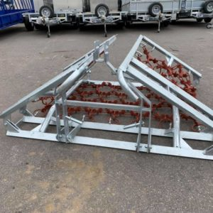 Galvanized folding Steel Jarmet Chain Harrows . 4 metre laid out harrows, Manual folding allows for ease of transportation, Toothed side and smoothed side chains, Please contact mark on 07710637078 or Sam on 07522716854 for further information