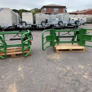 Jarmet bale squeeze/grab . Soft hands round bale grab . Single double acting hydraulic ram . Euro bracket attachments . Call mark on 07710637078 or Sam on 07522716854 for further information.