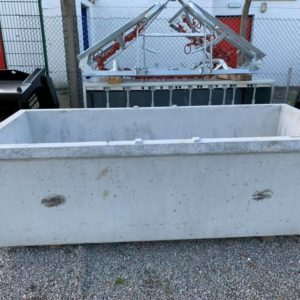 Large 400 gallon water Trough, Steel reinforced concrete,  Complete with 3 1/2 inch drain plug/bung & 2 piece assembly lid  For Further details contact Sam on 07522716854 or Mark on 07710637078