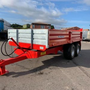 Johnston 8 Tonne 13ft x 7ft Hydraulic Drop Side Tipping Trailer. Galvanized headboard, Heavy duty pressed 3mm Sides,Twin Axle, Heavy duty 5mm plate floor, Steep tip angle for easy load discharge, Hydraulic Brakes & LED lights For Further Details contact Sam on 07522716854 or Mark on 07710637078