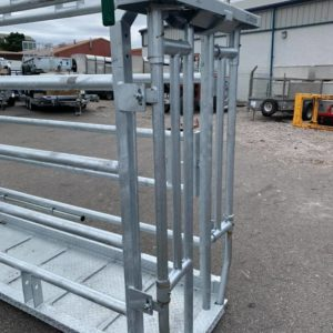 2.6 mtr Condon Portable Cattle Crush, 8 foot cage c/w tread plate floor. 2 bar c section gate, 3-point linkage, pallet fork attachments, Semi-auto gate & slam back gate included as standard & adjustable head stock and greasing points, For further details contact Sam on 07522716854 or Mark on 07710637078
