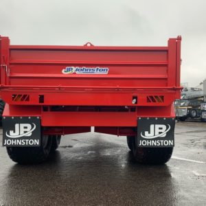 Johnston 10 Tonne Hydraulic Drop Side Tipping Trailer. Galvanized headboard, Heavy duty pressed 3mm Sides Twin Axle, Heavy duty 5mm plate floor, Steep tip angle for easy load discharge, Hydraulic Brakes & LED lights  For Further Details contact Sam on 07522716854 or Mark on 07710637078